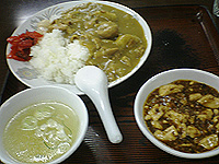 帝里加のカレー 昔の味がします。常連になると、サービスで麻婆豆腐をいただけることもあります。