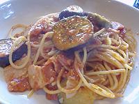 Pepita Lion 茄子とベーコンのトマトソース