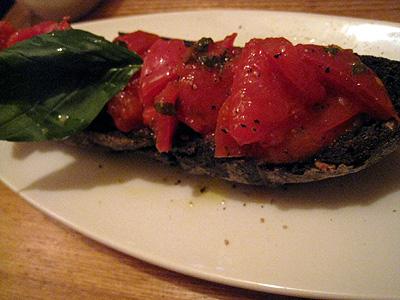 AW kitchen 10 麻布十番店 たっぷりトマトのブルスケッタ