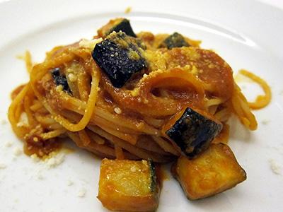 パネ・エ・ヴィーノ (PANE E VINO) 茄子とズッキーニのトマトソースパスタ