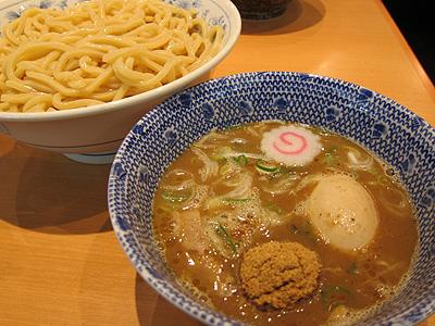 六厘舎TOKYO (ロクリンシャトウキョウ) 味玉つけ麺