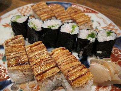 竹波 (たけなみ) 穴子の箱寿司とネギトロ風細巻き