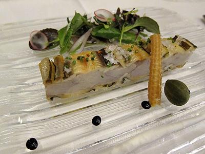 ベネッセハウス テラスレストラン (Benesse House Terrace Restaurant) 軽く燻製にした瀬戸内産アナゴのプレッセ