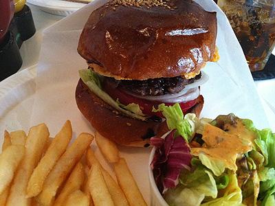 Burger Mania (バーガーマニア) クリスピーチーズバーガー