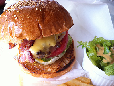Burger Mania (バーガーマニア) ベーコンチーズバーガー
